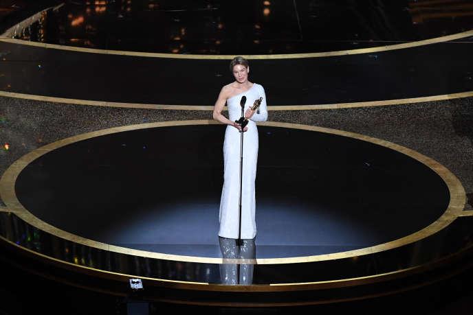 Renée Zellweger s'est vue décerner l'Oscar de la meilleure actrice pour sa performance dans le film« Judy».