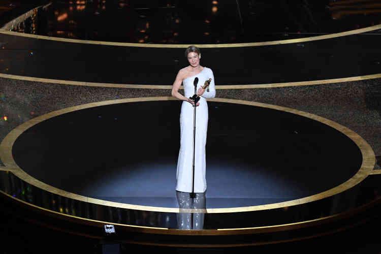 Autre récompense très attendue, l'Oscar de la meilleur actrice, décerné cette année à Renée Zellweger, pour son rôle dans« Judy». C'est la deuxième fois que l'actrice remporte une statuette.