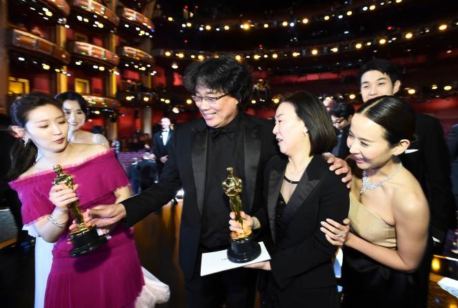 Bong Joon-ho aux Oscars, le 9 février, à Los Angeles.