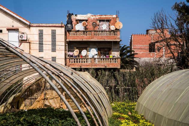 «Derwisha», une maison de deux étages sans toit, à 30km du centre d'Alger, en février 2017. C'est ici qu'a habité Rodrigue. Elle est surnommée «Guantanamo» par ceux qui l'occupent, parce qu'ils s'y sententparfois en prison.