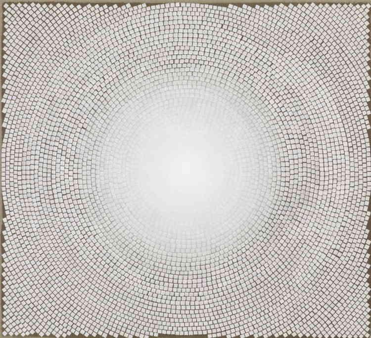 """«Chaque œuvre qui compose cette série est réalisée avec de la teinture et de l'acrylique sur lin. Elles présentent chacune une structure circulaire """"de type mandala"""" qui évoque des prières arabes et persanes, ou encore des vers mystiques.»"""