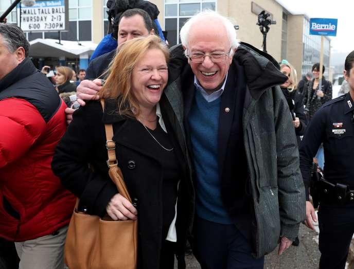 Bernie Sanders et son épouse, Jane Sanders, à Manchester, dans le New Hampshire, le11février.