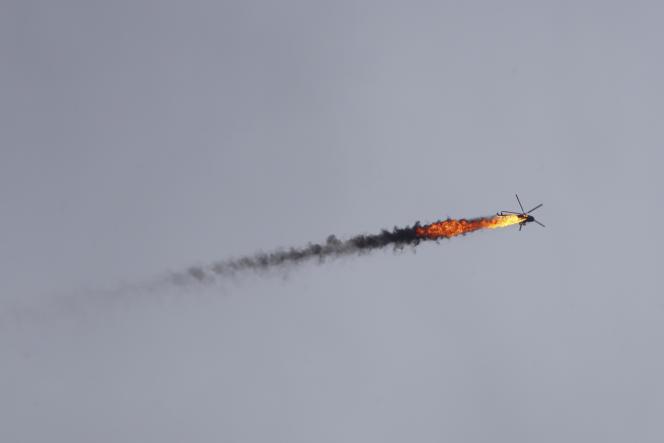 Mardi, un hélicoptère de l'armée syrienne a été abattu par un tir de roquette au sud-est de la ville assiégée.