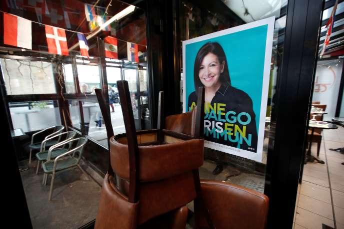 Affiche de campagne d'Anne Hidalgo, à Paris, le 13 janvier.