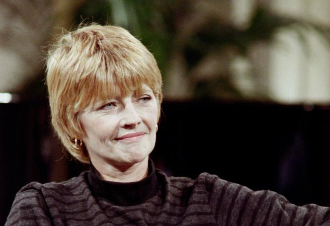 Claire Bretécher lors d'une émission de télévision à Paris,en novembre 1987.