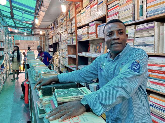 Dada Ngita, propriétaire de la librairie Pêle-Mêle dans le quartier Kasa-Vubu de Kinshasa.