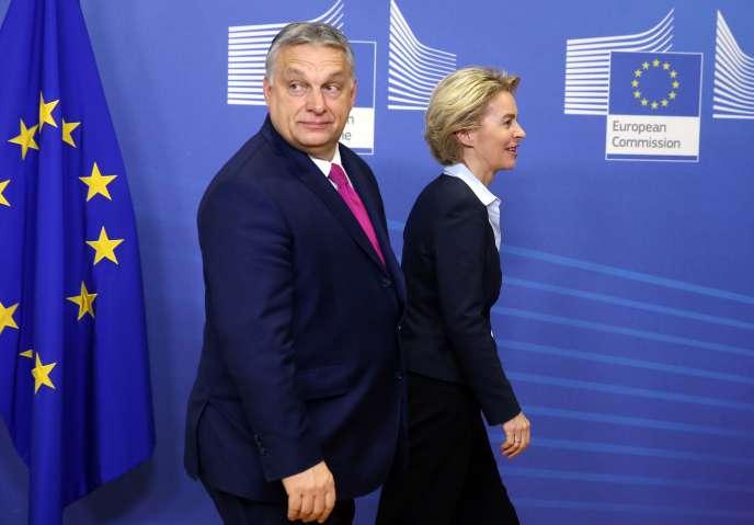 La présidente de la Commission Européenne Ursula von der Leyen et le premier ministre hongrois Viktor Orban, le 3 février à Bruxelles.