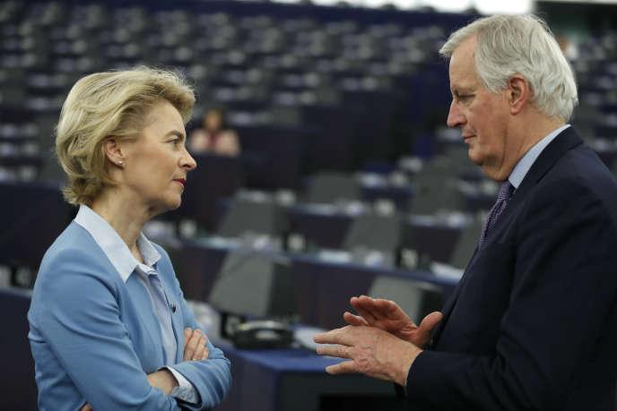 Ursula von der Leyen, la présidente de la Commission européenne, et Michel Barnier, le négociateur en chef du Brexit pour l'UE, le 11 février au Parlement européen, à Strasbourg.