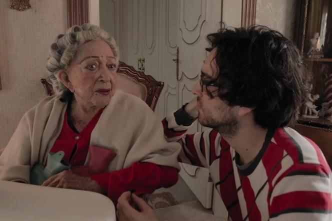 Maria del Carmen Torrescano et son petit-filsJosé Pablo Estrada Torrescano sur le tournage du documentaire«Mamacita».