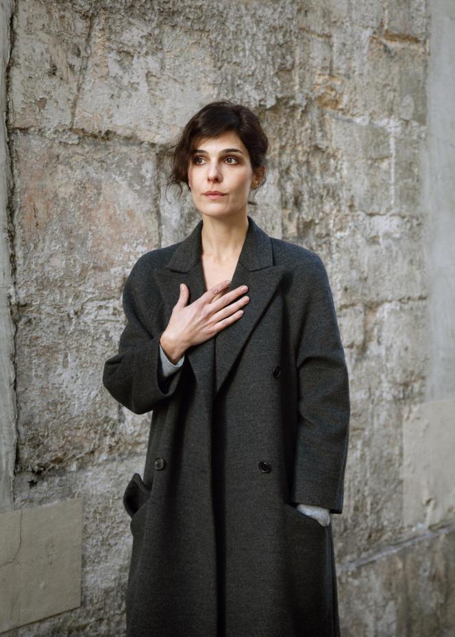L'écrivaine Claire Castillon, à Paris, en 2017.