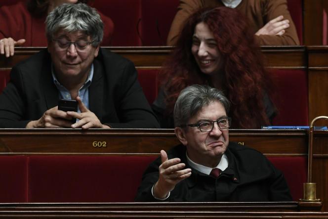 «La lutte continue sur tous les fronts. L'obstination de Macron sera vaincue», a tweeté mardi soir Jean-Luc Mélenchon.