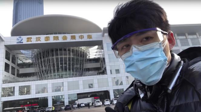 Capture d'écran du 4 février d'une vidéo sur laquelle apparaît le blogueur Chen Qiushi.