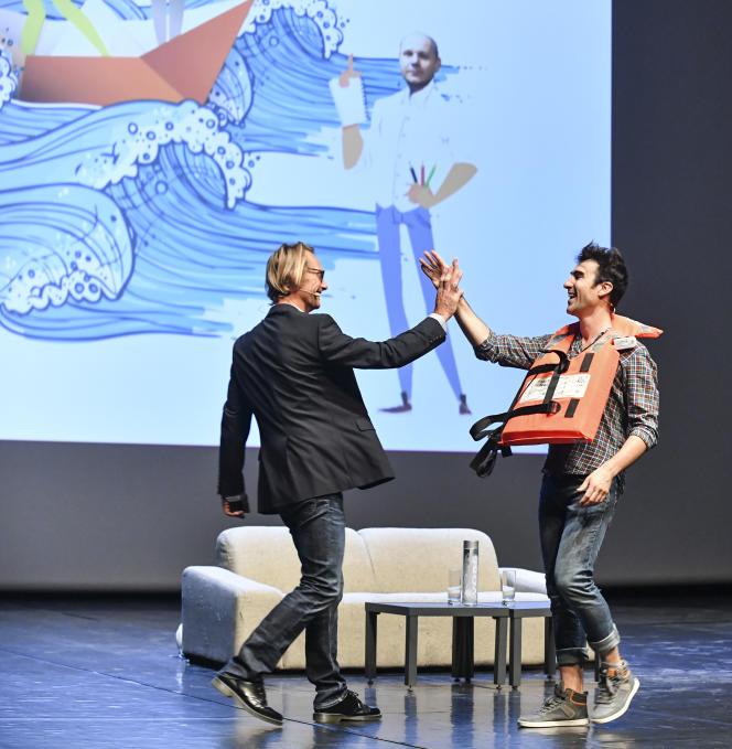 «Hé la mer monte! » est un show scientifique destiné au grand public sur le changement climatique et son impact sur le littoral, avec le chercheur Eric Chaumillon, Professeur Feuillage et le dessinateur Guillaume Bouzard.