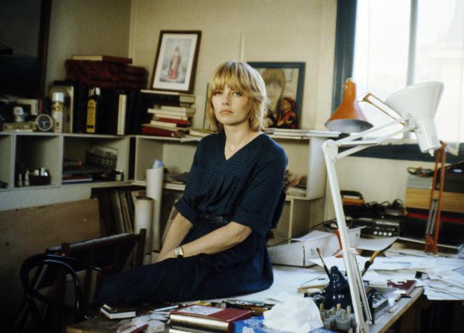 La dessinatrice Claire Bretécher dans son atelier à Paris, en 1979.
