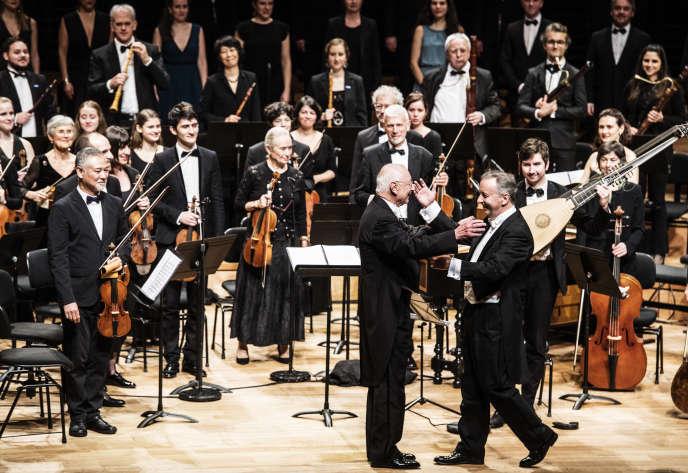 William Christie et Paul Agnew lors du concert des Arts florissants à la Philharmonie de Paris, le 21 décembre 2019.