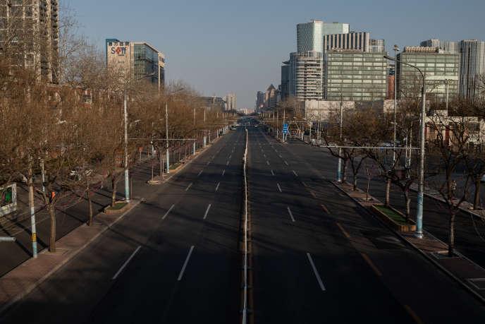 Une rue déserte de Pékin en raison de l'épidémie due au coronavirus, le 3 février.