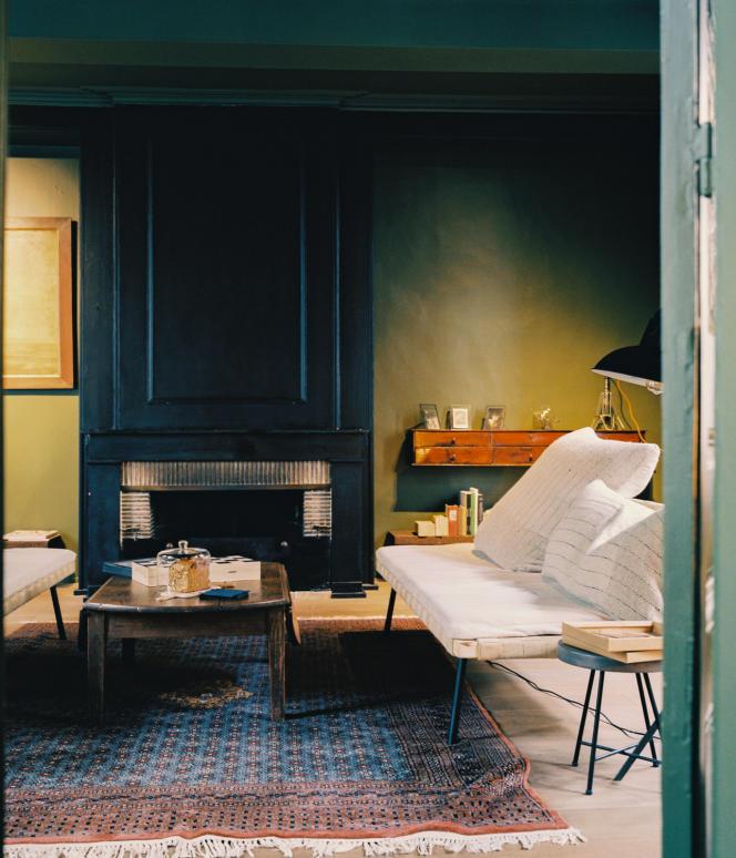 Après une balade sur les remparts de Montreuil-sur-Mer, PieuX offre une pause idéale. Ici, le salon.