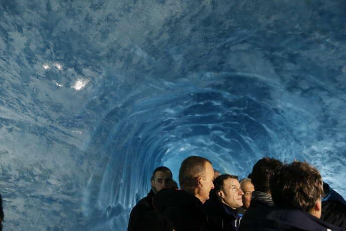 Emmanuel Macron dans la grotte de glace, le 13 février.