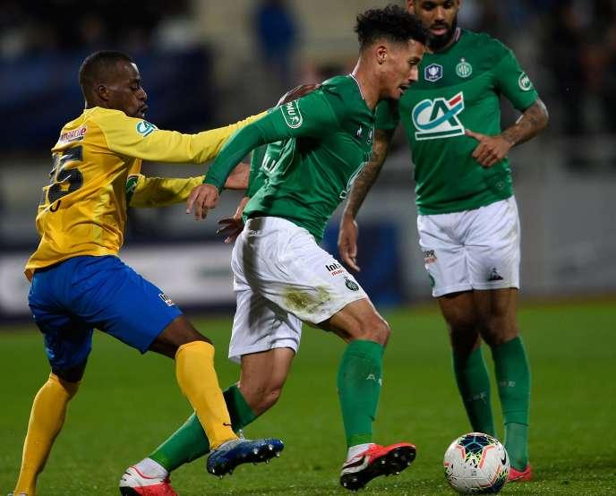 Hậu vệ Epinal David Luvualu (trái) và hậu vệ Saint-Etienne William Salib (phải), ngày 13 tháng 2 năm 2020 tại sân vận động Marcel-Picot.