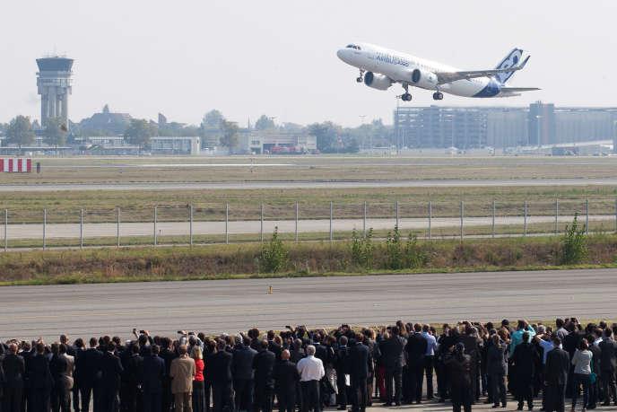Premier vol de l'A320 Neo d'Airbus à l'aéroport de Toulouse-Blagnac,le 25 septembre 2014.