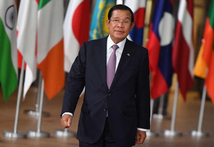 Le premier ministre du Cambodge, Hun Sen, arrive à un sommet, à Bruxelles, entre des pays d'Asie et d'Europe, le 18 octobre 2018.