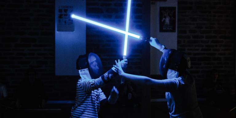 Entrainement au sabre laser dans le club d'escrime de St-Lô en France, le 12 février.