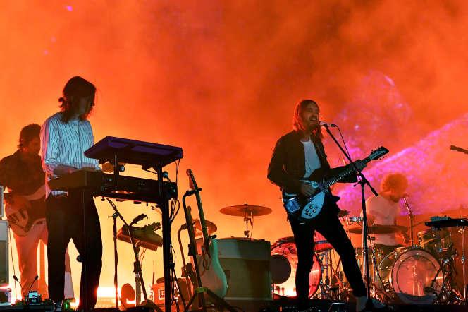 Kevin Parker (Tame Impala), à droite, en concert auCoachella Valley Music And Arts Festival, en avril 2019.