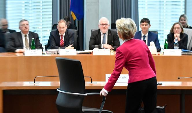 Ursula von der Leyen lors de son audition par la commission d'enquête parlementaire au Bundestag, à Berlin, le 13 février.