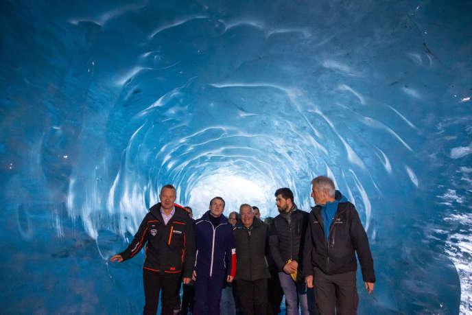 Emmanuel Macron visite la mer de Glace, lors de son déplacement en Haute-Savoie, le 13 février.