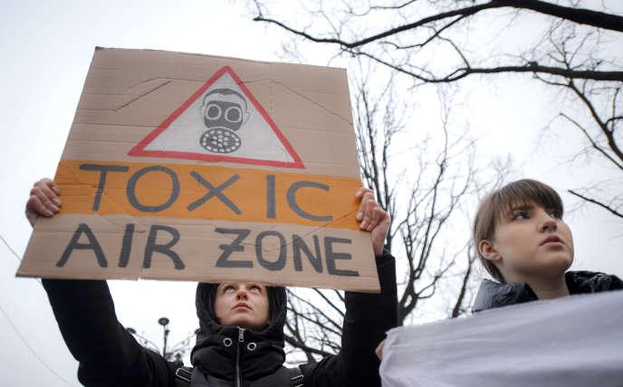 Manifestation contre la pollution à Bucarest en Roumanie, le 14 février 2020.