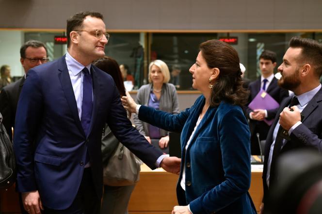 Les ministres de la santé allemand, Jens Spahn, et française, Agnès Buzyn, lors d'une réunion sur lecoronavirus SARS-CoV-2au siège de la Commission européenne, à Bruxelles, le 13 février .