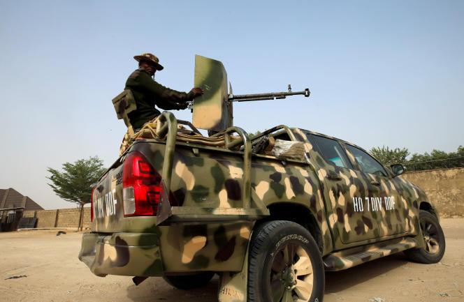 Une patrouille de l'armée nigériane près de la ville deMaiduguri, dans l'Etat de Borno, en février 2019.