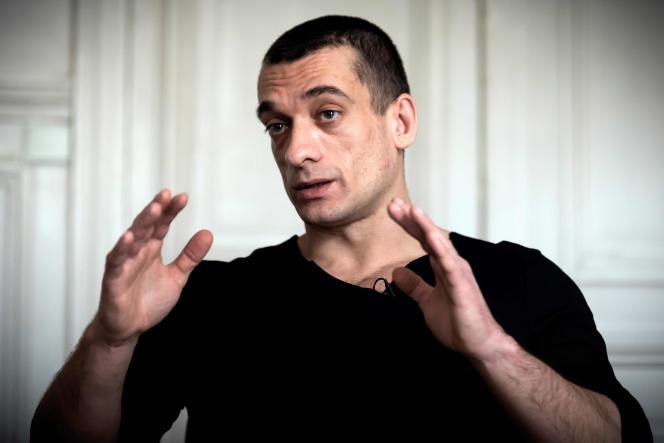 Piotr Pavlenski lors d'une interview à Paris vendredi 14 février.