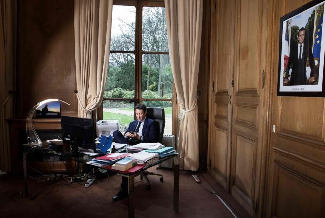Benjamin Griveaux, dans son bureau de porte-parole du gouvernement, à Paris, le 5 février 2018.