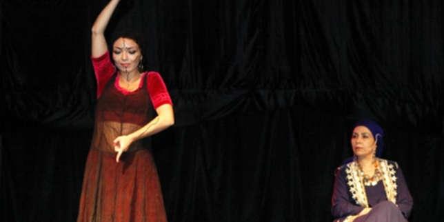 «Contes d'hiver» au Mandapa: Halima Hamdane et Camélia Montassere, un beau duo mère-fille pour célébrer l'alliance de la parole et de la danse