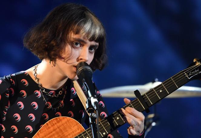 La chanteuse Pomme, sur la scène des Victoires de la musique, le 14 février.