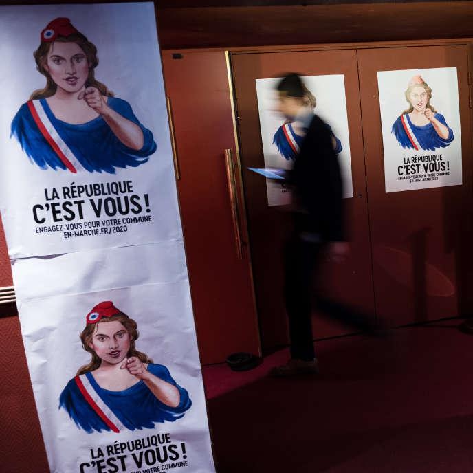 A l'entrée du meeting de lancement de campagne pour les municipales de Benjamin Griveaux au Théatre Libre, à Parisle 18 juillet 2019.