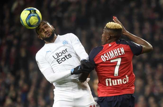 Le défenseur marseillais Jordan Mamavi (maillot blanc) à la lutte avec l'attaquant lillois Victor Osimhen, au stadePierre-Mauroy à Villeneuve-d'Ascq, dimanche 16 février.