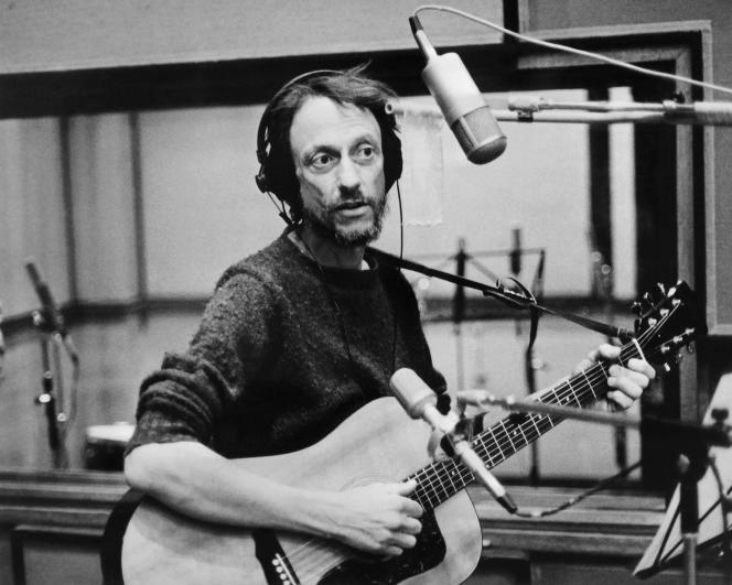 Graeme Allwright dans un studio d'enregistrement parisien en 1978.