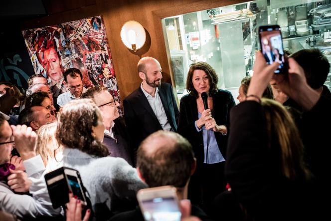 Agnès Buzyn, tout juste désignée candidate à la mairie de Paris, s'adresse à des militants dansla brasserie Mon Paris, le 16 février.