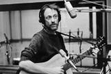 Graeme Allwright, dans un studio d'enregistrement parisien en 1978.