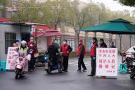 Un checkpoint à l'entrée d'une résidence, le 14 février à Shanghaï.