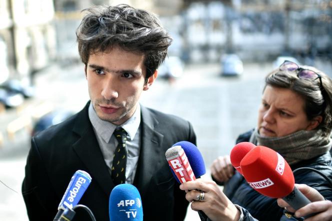 L'avocat Juan Branco s'exprime devant la presse après sa rencontre avec le bâtonnier de Paris, le 17 février.