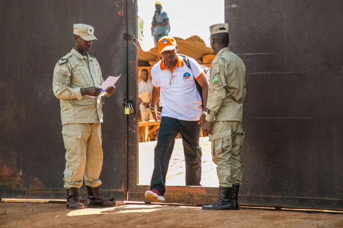 Le chanteur Kizito Mihigo à sa sortie de la prison de Nyarugenge, au Rwanda, le 15septembre 2018.