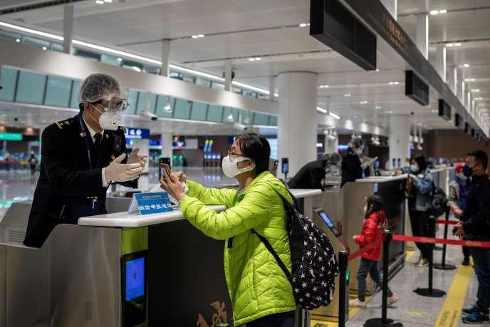 A l'aéroport de Pékin, le 14 février.