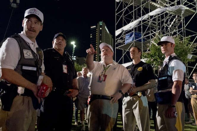 Paul Walter Hauser (au centre) incarne Richard Jewell dans« Le Cas Richard Jewell», réalisé par Clint Eastwood.