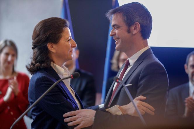 Agnès Buzyn et Olivier Véran, au ministère de la santé, lundi 17 février.