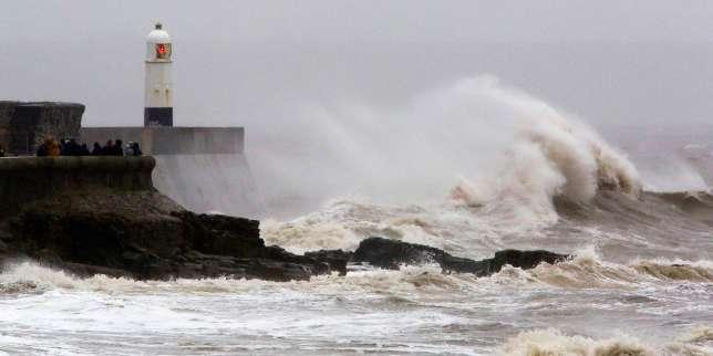 La tempête Dennis fait un mort au Royaume-Uni