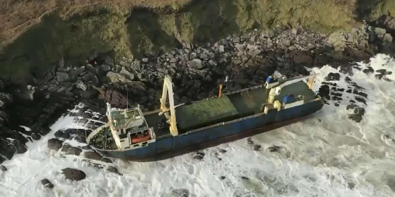 La mystérieuse odyssée du « bateau fantôme » qui s'est échoué sur les côtes irlandaises