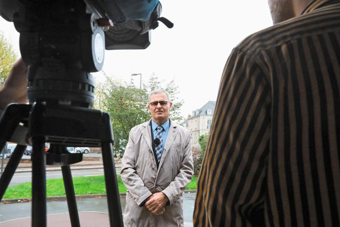 Marc Joulaud (ici, à Sablé-sur-Sarthe, en octobre2019) est soupçonné d'avoir salarié indûment Penelope Fillon en tant qu'assistante parlementaire.